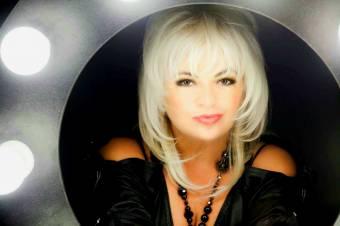 Körbeénekelte a világot, mégis hazavágyik Románia Bonnie Tylere