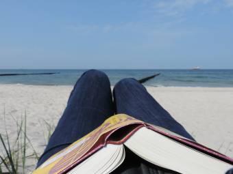 Három könyv, amire érdemes időt szánni a nyáron, akár a nyaraláson