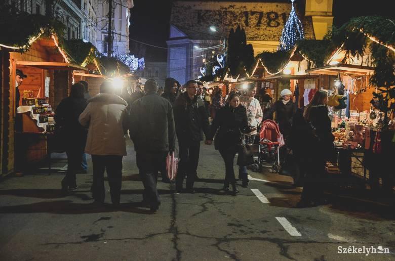 Készülnek a karácsonyi vásárra Székelyudvarhelyen