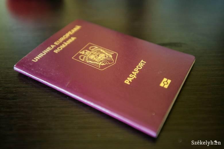 Mivel sokat kell várni a személyik cseréjére, sokan inkább útlevelet csináltatnak a nyaralás miatt