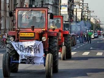 Traktorokkal készülnek a parlament elé vonulni a mezőgazdaság alultámogatottsága miatt tiltakozó gazdák