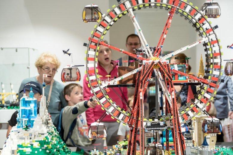 Még két hétig látogatható a székelyudvarhelyi Lego-kiállítás
