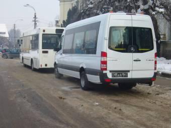 Őrizetbe vették a buszvezetőt, aki felelőssé tehető a járműből kizuhant kislány haláláért