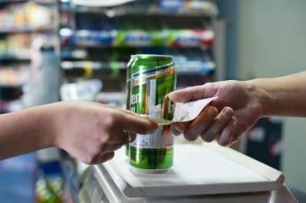 Kocsmán kívül is sokat költenek alkoholra Romániában