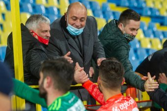 Jobban van a Sepsi OSK elnöke, mobiltelefonon nézi a csapat meccseit