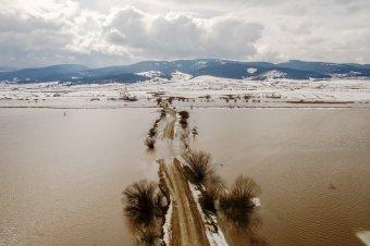 Elsőfokú árvízriasztást adtak ki tizennégy folyó vízgyűjtő medencéjére