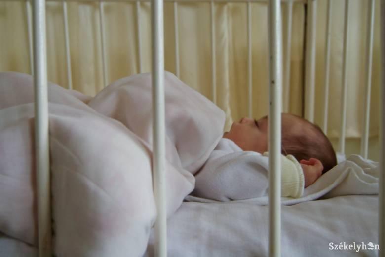 Jelentősen csökkent a szülészeteken és más egészségügyi intézményekben hagyott gyerekek száma