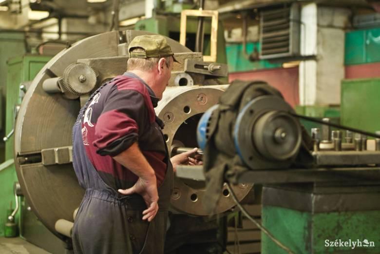 Egyre nő a munkanélküliek száma, az állásajánlatoké viszont jelentősen visszaesett