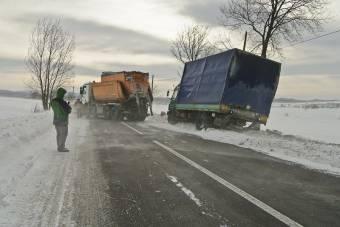 Hófúvás nehezíti a közlekedést Románia déli részén – kikötőket zártak le, késnek a vonatok és a repülőjáratok
