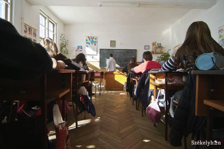 Formaiság kontra lényeg: a tanfelügyelőség a bántalmazó tanár javára döntött