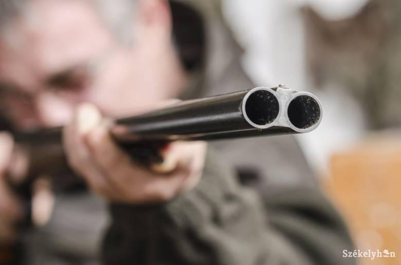 Orvvadászat és törvénytelen fegyvertartás miatt nyomoz a rendőrség