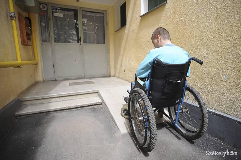 Kérik, hogy legyen államilag támogatott a súlyosan mozgássérült gyerekek számára a speciális szállítóeszköz beszerzése