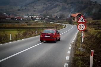 Sok új út kellene a sebességkorlátozás előtt – Brassóban bevezetik az EP által is szorgalmazott 30 km/órás megszorítást