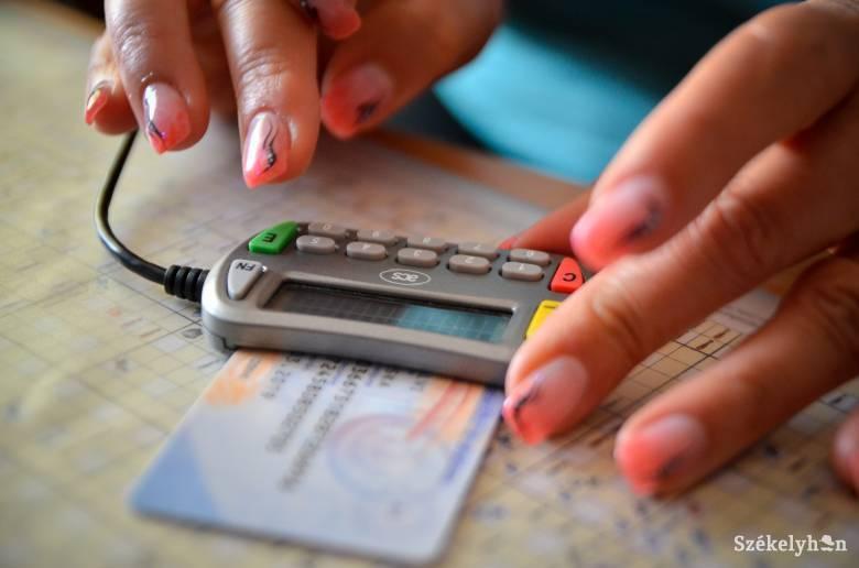Hét évvel hosszabbítják meg az egészségügyi kártyák érvényességét