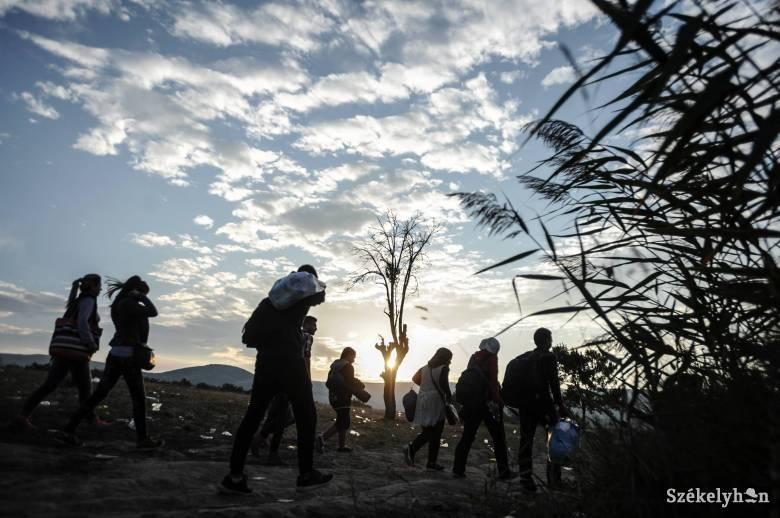 Csaknem ötezer határsértőt toloncoltak vissza eddig Ceutából Marokkóba