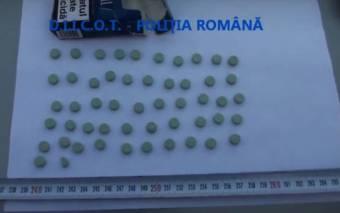 Egy rajtaütés mérlege: 900 ecstasy és amfetamintabletta, közel hatvanezer szál védjegy nélküli cigaretta