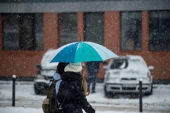 Országszerte eső, a hegyvidéken havazás lesz
