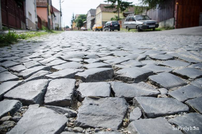 Javítják a kockaköves utcákat Székelyudvarhelyen