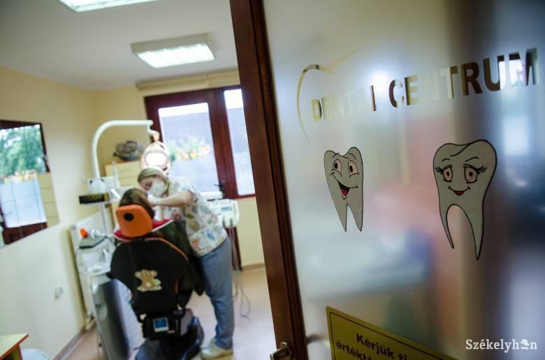 Fontos lenne a fogászatok rendszeres látogatása, sokan mégis halogatják