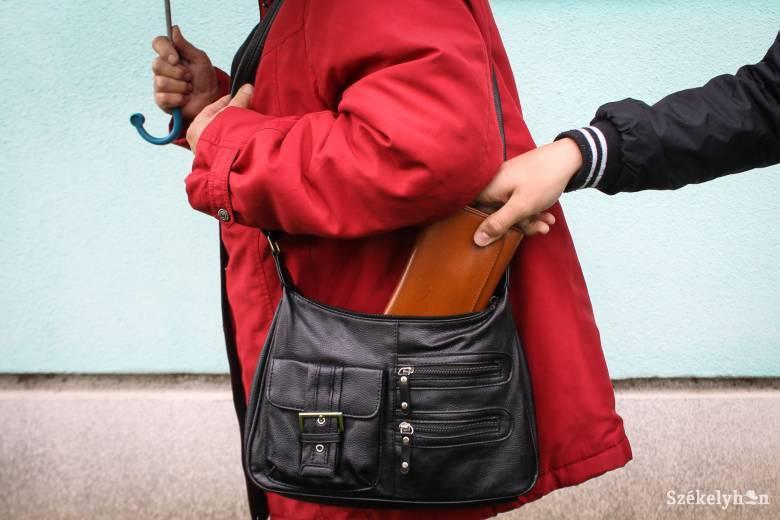 Katolikus parókián ürítették ki egy nő pénztárcáját Csíkszeredában