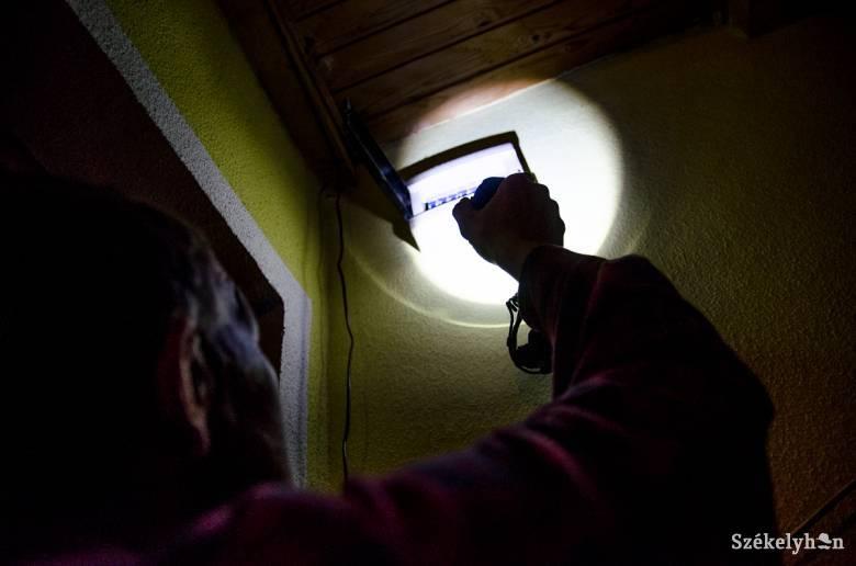Kovászna megye huszonegy településén akadozik az áramszolgáltatás a zord időjárás miatt