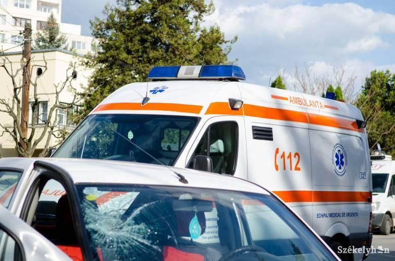 Szabálytalanul átkelő gyalogost gázolt el egy autó