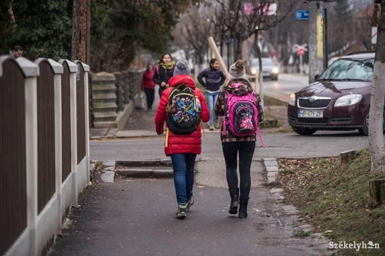 Tanügyminiszter: lassan nemzetbiztonsági üggyé válik az oktatás, kegyelemdöfést adhat a járvány