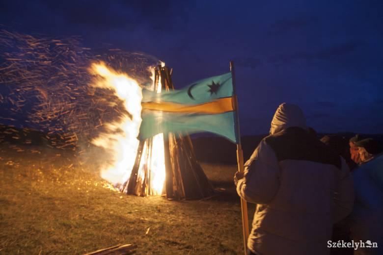 Száz székelyföldi helyszínen égtek az őrtüzek az autonómiáért