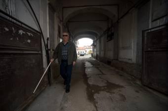 Közel százezer látássérült ember él Romániában