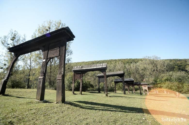 Tizenhárom székely kaput újítanak fel