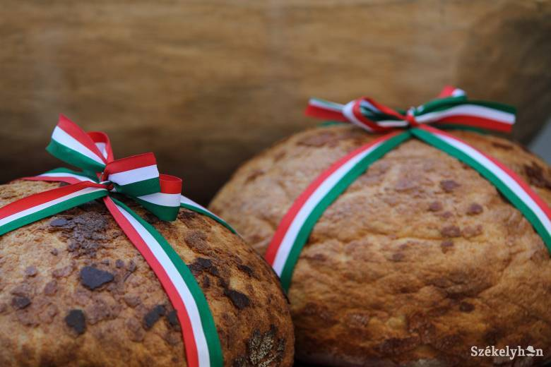 Egy tonna lisztből készül a Kárpát-medence kenyere Szolnokon
