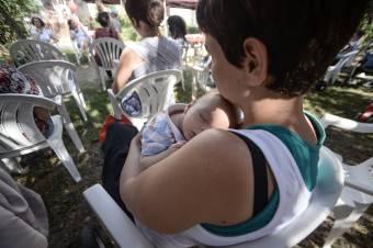 Nem kérnek a nyilvános szoptatás korlátozásából – szakemberek vitatják a törvénytervezet előírásait
