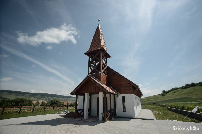 Templomot avatnak Décsfalván
