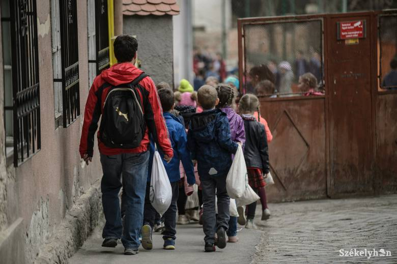 Hargita megye: megszüntetik a pedagógusválasztást az előkészítősök beíratásakor