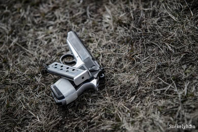 Madéfalván rántott pisztolyt egy csíkszeredai férfire egy csíkcsicsói