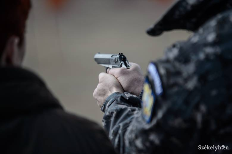 Nyakon lőttek bevetés közben egy rendőrt, belehalt a sérülésbe