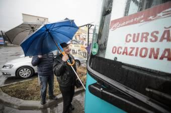 Autóbuszok a csíkszeredai úzvölgyés tüntetésre