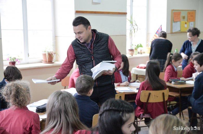 Kitartanak a magyar nyelvű oktatás mellett