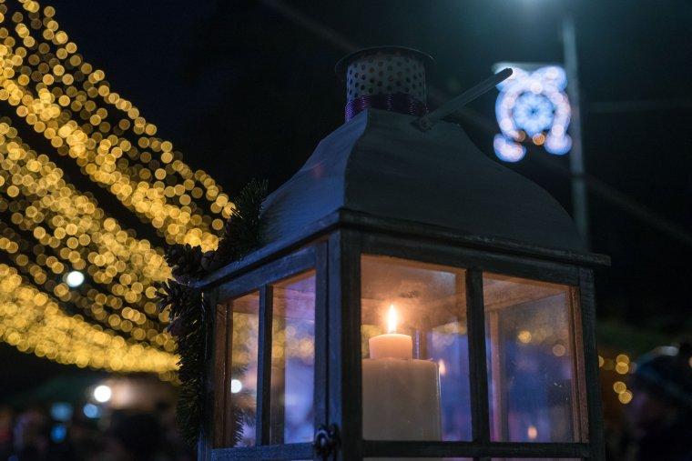 Az újítástól a szűkítésig – így készülnek az ünnepi fényekkel a székelyföldi városokban