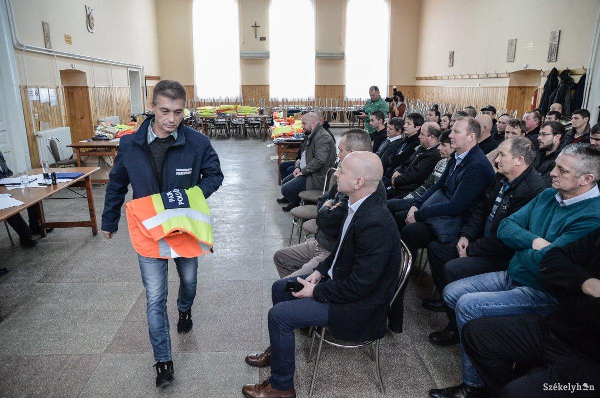 https://media.szekelyhon.ro/pictures/udvarhely/aktualis/2018/01_december/o_poplgarorsegek-talalkozoja-zetel-ba-14.jpg