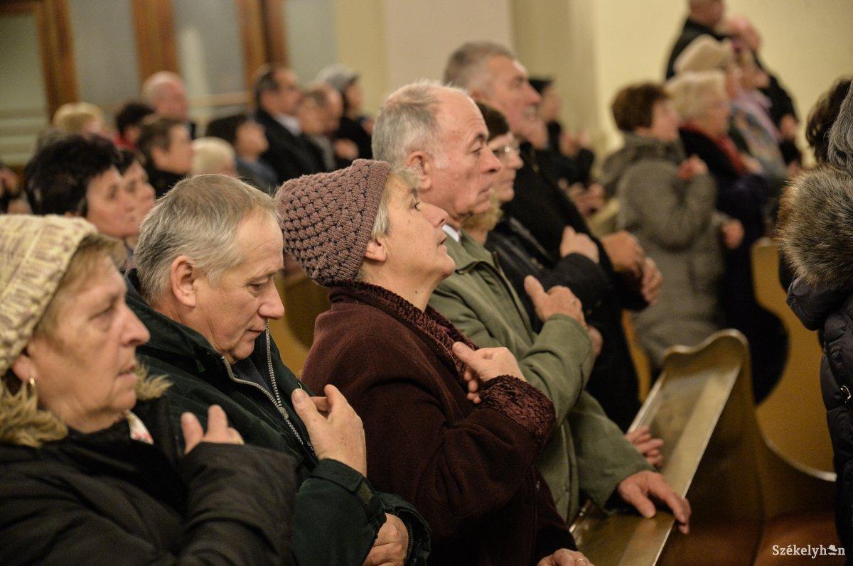 https://media.szekelyhon.ro/pictures/udvarhely/aktualis/2018/01_december/o_sznt-miklos-bucsu-ba-3.jpg