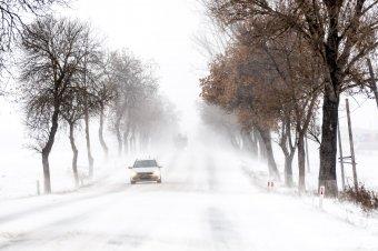 Hóviharokra, erős szélre figyelmeztetnek a meteorológusok