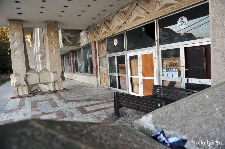 Feljelentést tett a sepsiszentgyörgyi városháza a lerobbant állapotú kultúrpalota ügyében