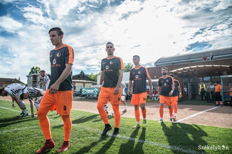 Szünetben rosszul lettek az SZFC játékosai, a második félidőben négy gólt kaptak