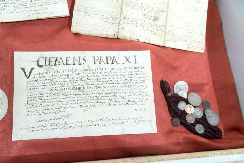 Katolikus papírkincsek az udvarhelyi múzeumban