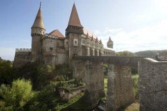 Középkori falut építenének a vajdahunyadi vár köré