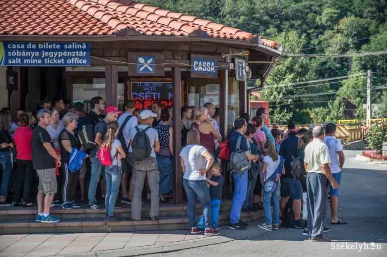 Falvakon is szigorítanak: van olyan utcarész, ahol reggeltől estig kötelező a maszkviselet