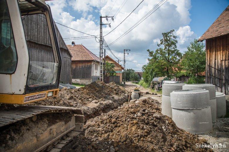 Kezdődik a felcsíki víz- és szennyvízhálózat-építés
