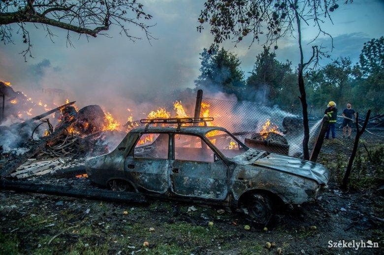 Traktor, autó, épület veszett oda a szentpáli tűzben
