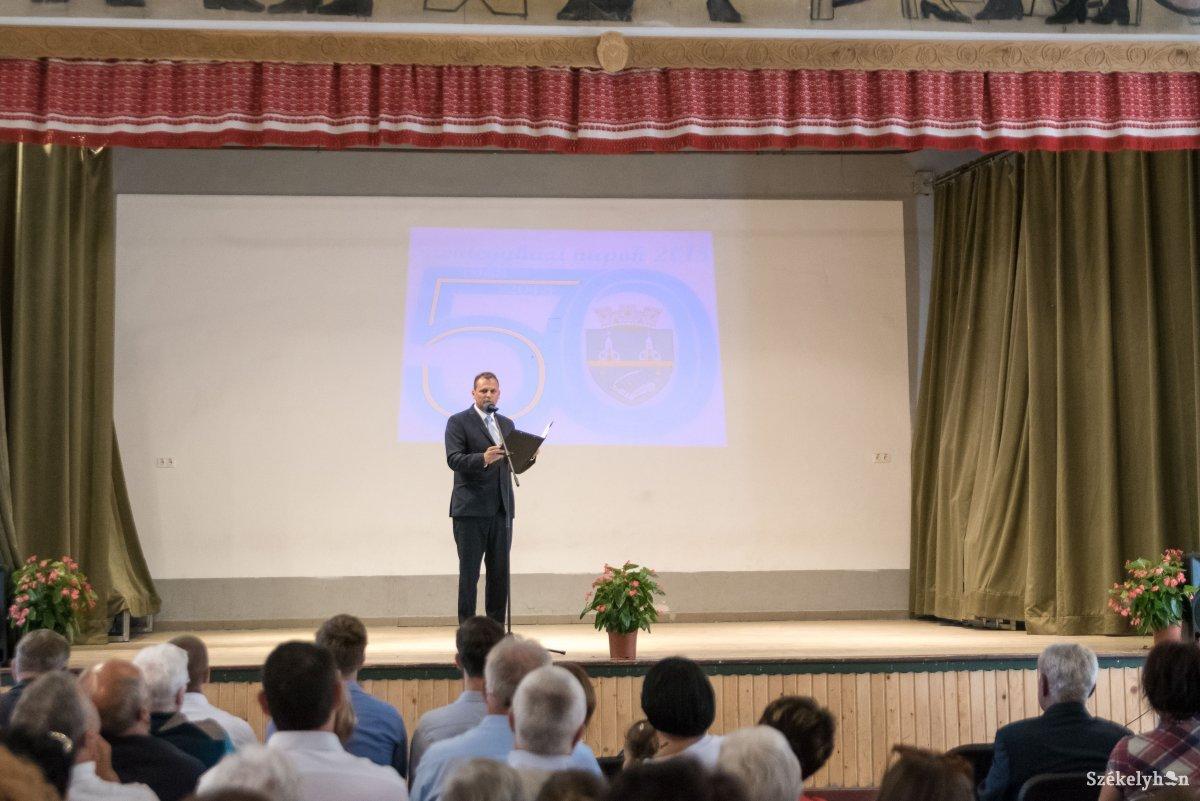 https://media.szekelyhon.ro/pictures/udvarhely/aktualis/2018/06_julius/02/o_szentegyhazi-varosnapok-vn-002.jpg